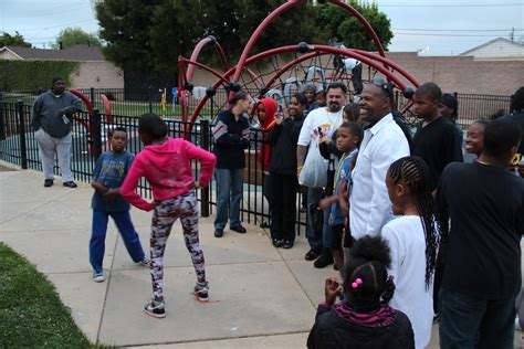 In East Oakland, Friday night parties seek to reduce