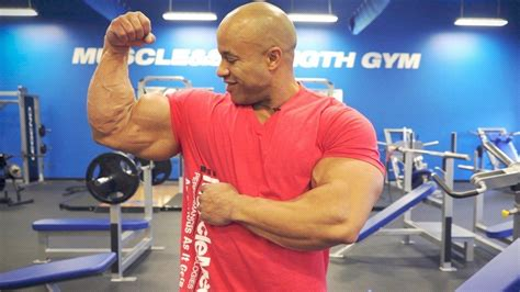 WATCH: Top 2 Exercises to Build Bigger Bicep Peaks With