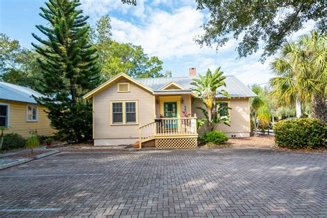 Bungalows in Sarasota's Laurel Park is a package deal