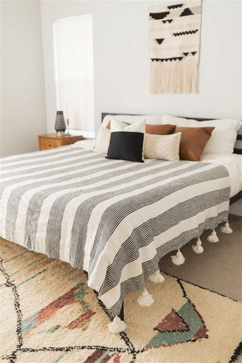 Fez - Large Pom Pom Blanket (King/Queen Size) – Woven Nook
